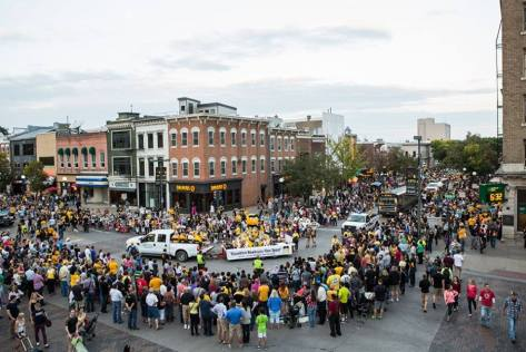 20141007tu-iowa-city-homecoming-parade-photo-featured-on-ui-photography-club-facebook-event-page-credit-unknown